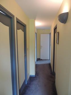 Décoration chic d'un couloir