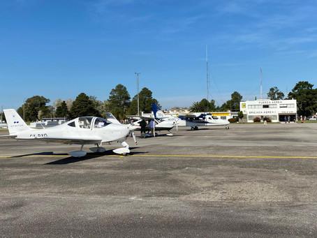 Demostración de aviones a la Fuerza Aérea Uruguaya