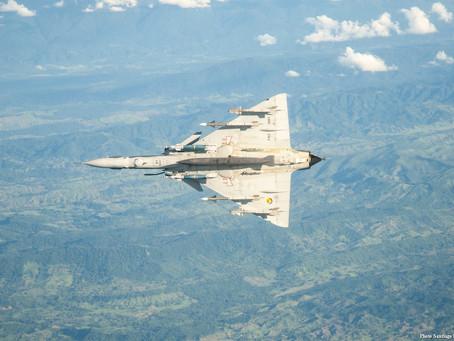 La Fuerza Aérea Colombiana intercepta Ilyushin IL-96 de inteligencia ruso.