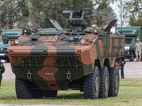 El Ejército Argentino incorpora material y exhibe el blindado Guaraní