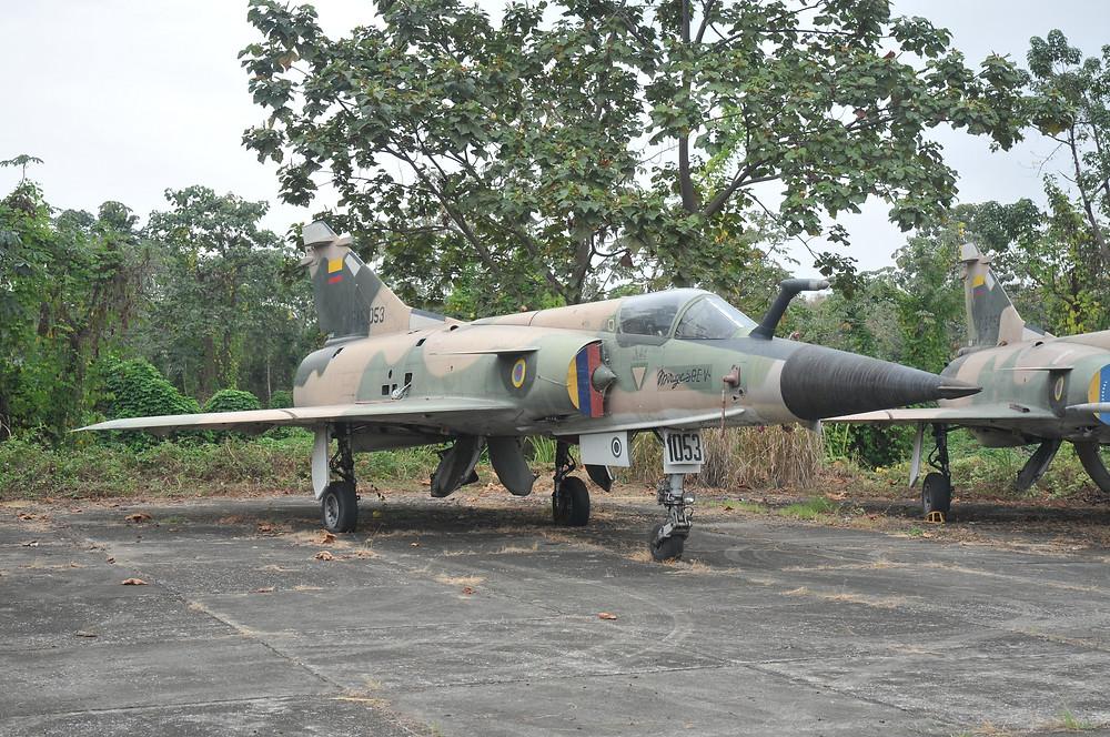 Los Mirage 50EV donados por Venezuela a Ecuador arribaron en malas condiciones y sin sus respectiva documentación técnica, lo que implicó su baja temprana del servicio, tras volar menos de 200 horas, debido al altísimo costo que implicaba recorrerlos para determinar su estado y operarlos de manera segura.