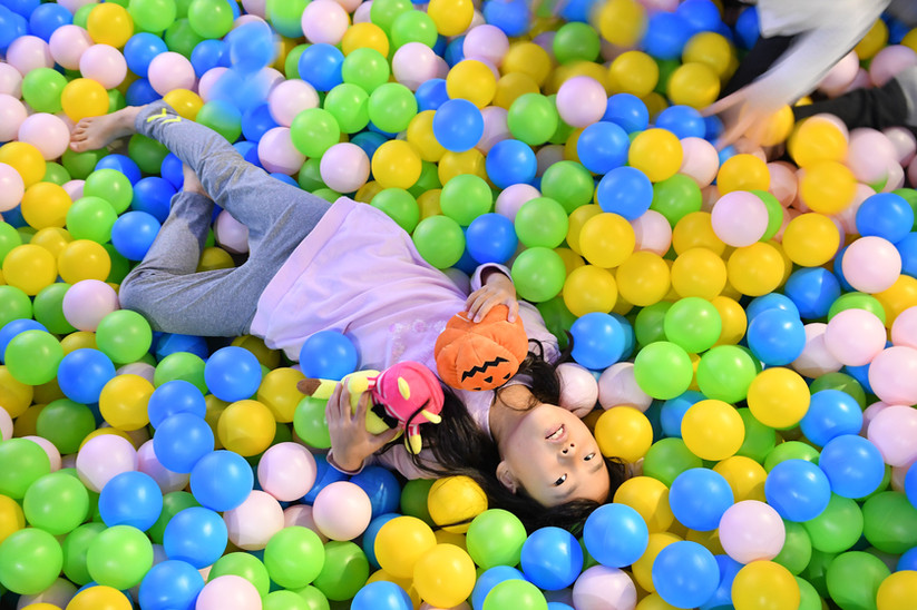 Interactive Ball Pool Projection Games
