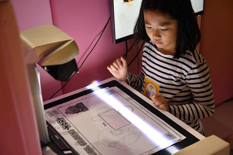 Interactive Sketch Wall Projection