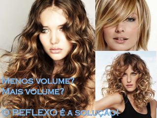 Mais ou menos volume no cabelo cacheado: luzes é a solução!