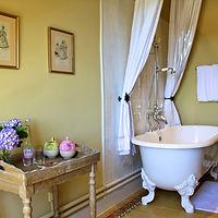 Chambre Volnay open plan bathroom.jpg