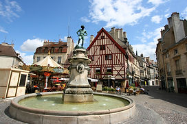 Famous fountain, characteristic houses a