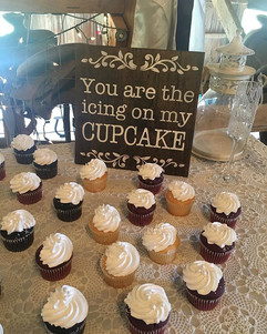 The cupcake sign in its natural habitat!