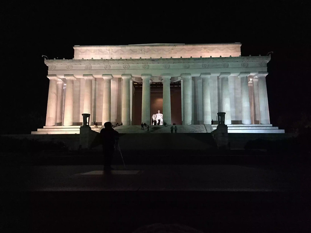 Exterior of the Lincoln Memorial at night