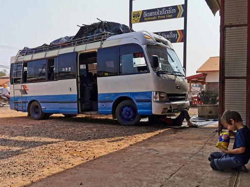 Le petit bus de Kong Lor