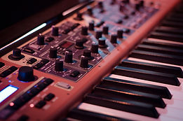 synthesizer-908298_1920.jpg