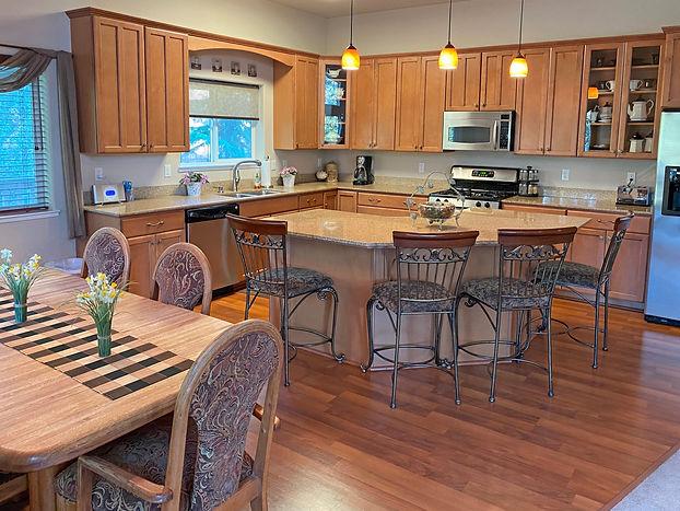 6-Kitchen2.jpg