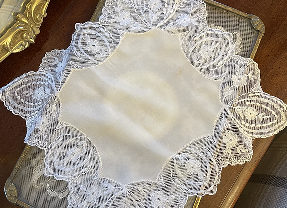 Vintage Lace Handkerchief -Scalloped