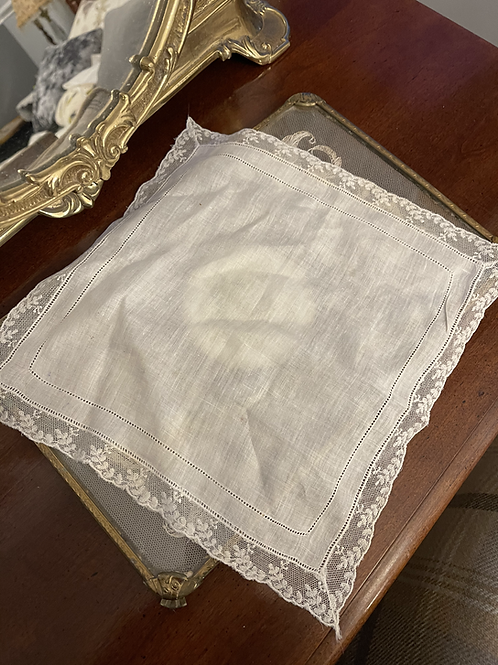 Vintage Lace Handkerchief - Scalloped