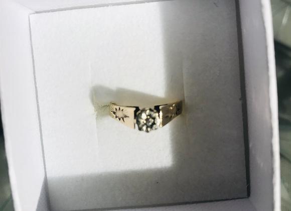 Diamond Cut Gold Band with Diamond