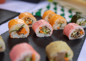 Traiteur événementiel japonais repas assis Marseille