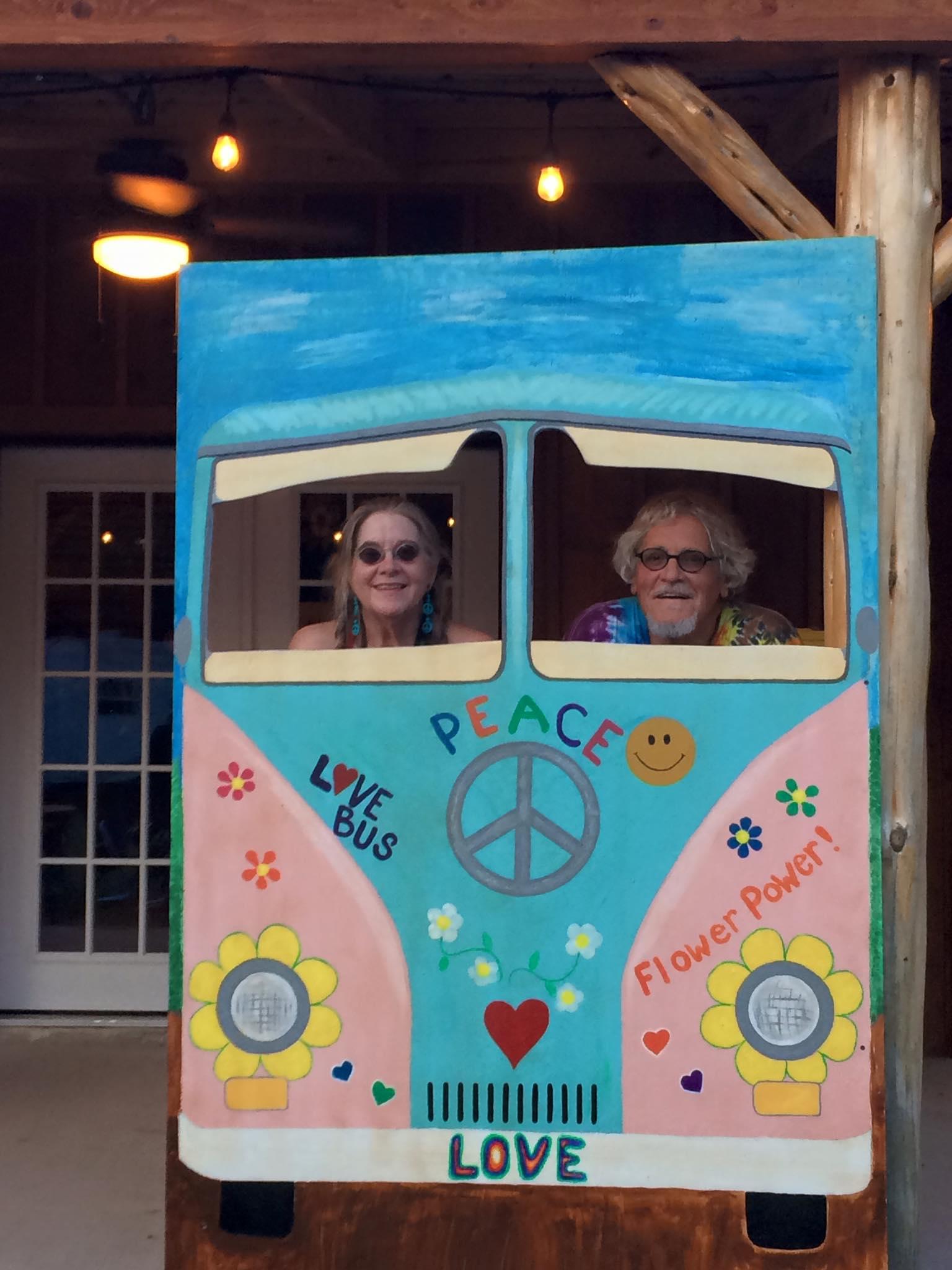 love bus Peggy & Amos