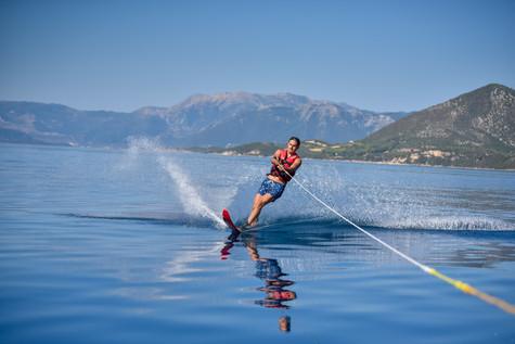 02 August 10-16-38 JACQUETTA_Water-skiin