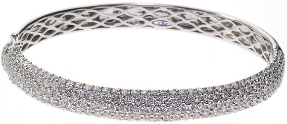 18ct white gold 4.70ct diamond bangle front view