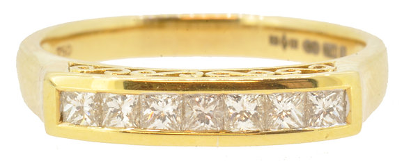 18ct Yellow Gold 7 Stone Diamond Ring