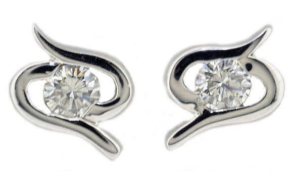 18ct white gold 0.31ct diamond stud earrings