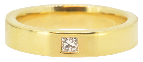 18ct yellow gold 0.10ct diamond ring front view