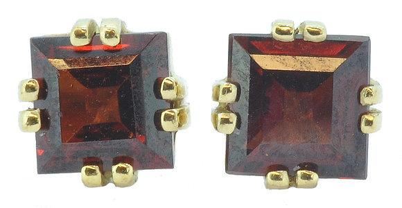 9ct Yellow Gold Garnet Square Stud Earrings