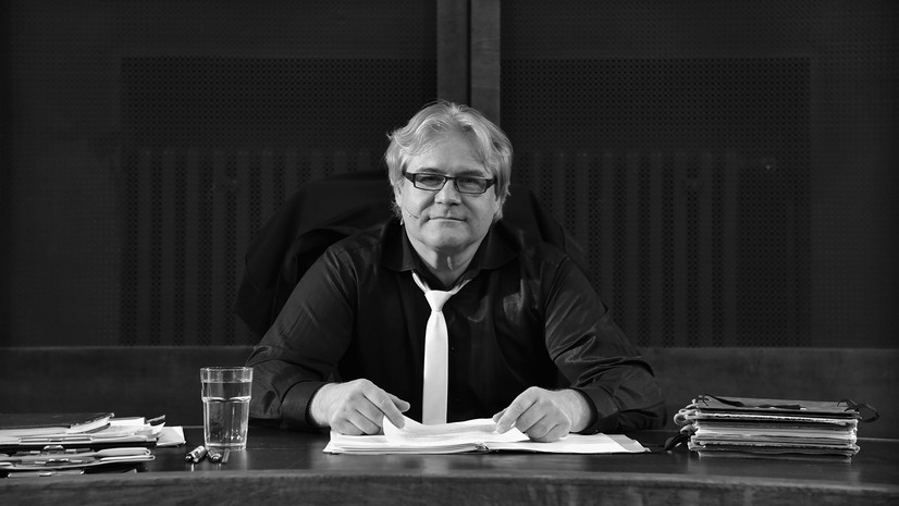 Roman Teprt před představením na Okresním soudě