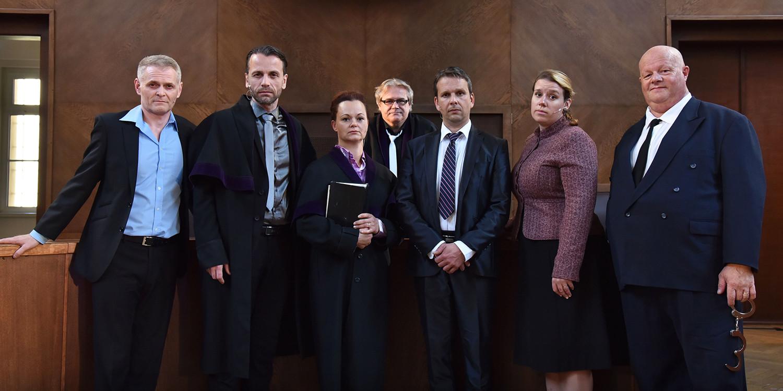 všichni protagonisté před reprízou na Okresním soudě