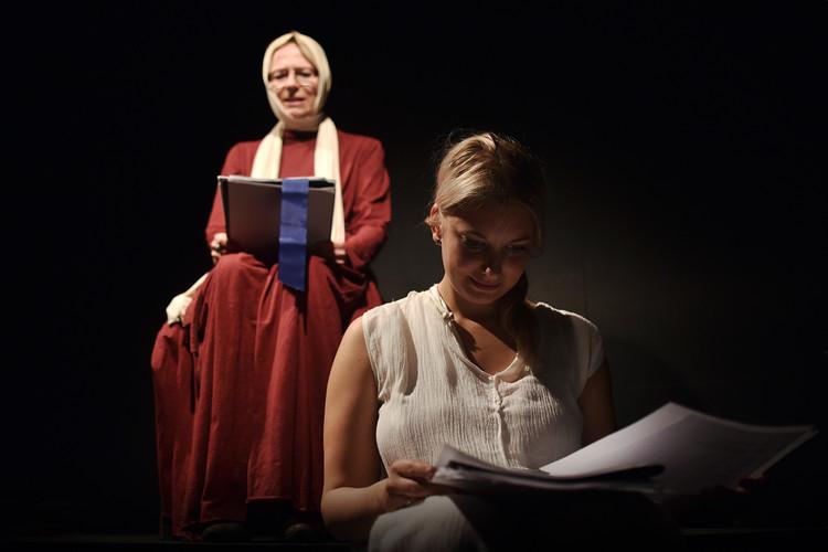 Karolina Frydecká (Johanka) a Malvína Pachlová (Sibylka)