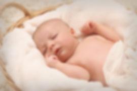 baby-sleeping-on-white-cotton-161709.jpg