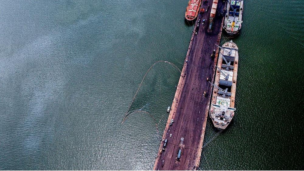 Vazamento de óleo combustível afeta 130 pescadores de Vila do Conde (Foto: Pedrosa Neto/Amazônia Real)