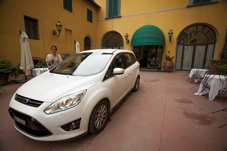 Villa Sonnino loading area.