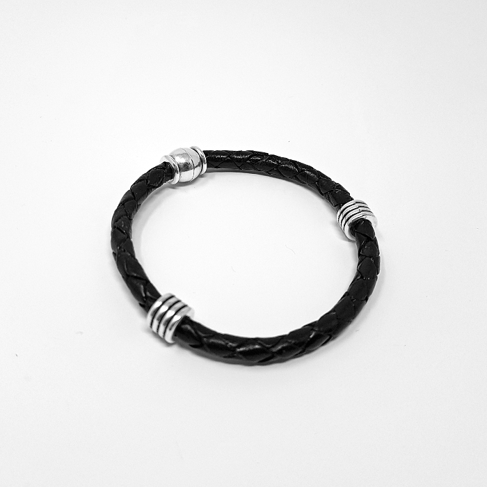 Leather bracelet with metallic elements