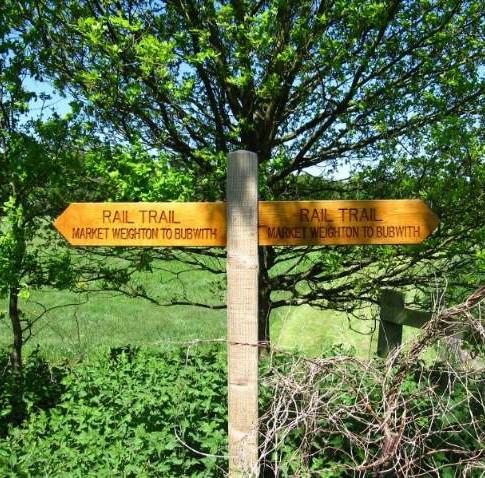 trail sign post.jpg