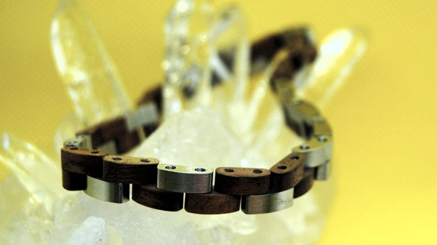 Holzarmband mit Edelstahl