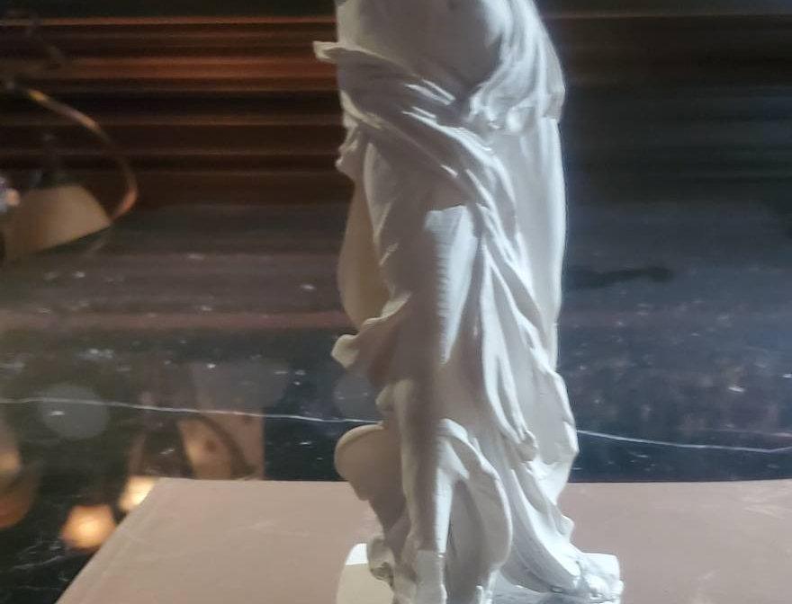 サモトラケのニケ ミニチュア像