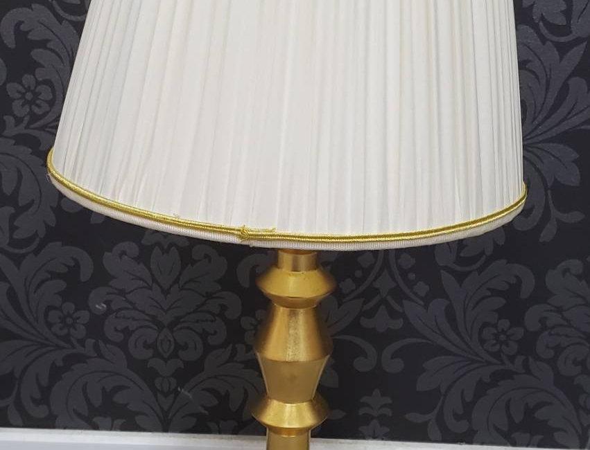イタリア製 ホワイトシェードテーブルランプ