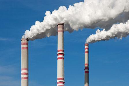 fumaca-uma-chamine-industrial-difundindo-se-no-ar-576d496a41683.jpg