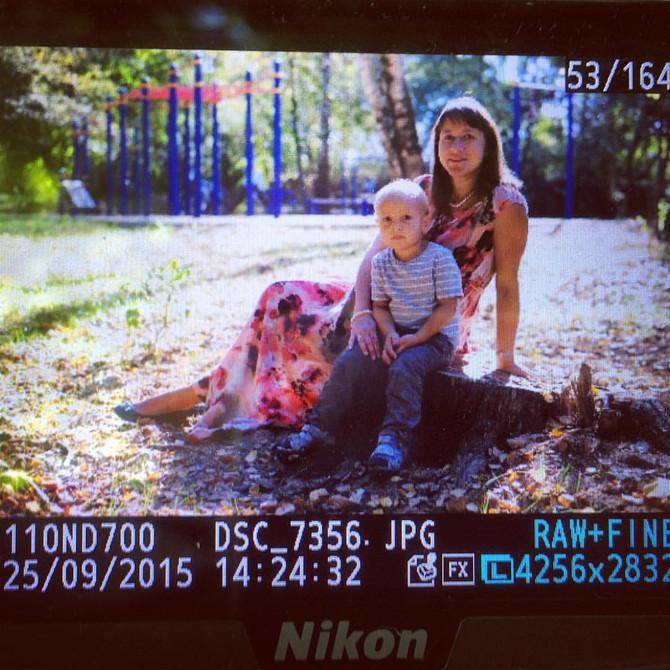 Прямо сейчасс любимой семьей на осенней фотосессии :)