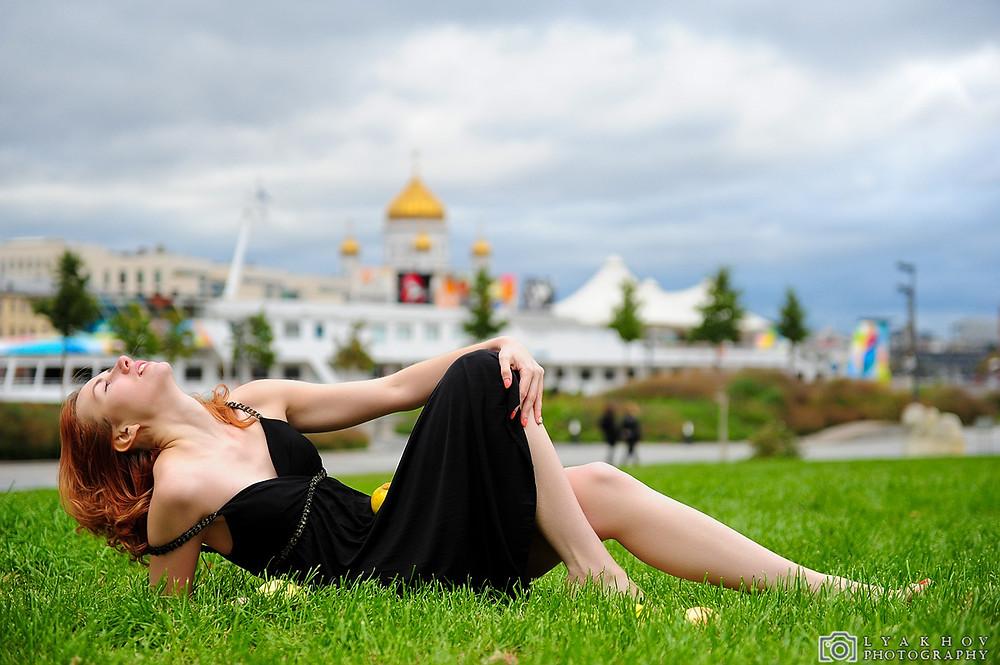 фотосессия прогулки Лены в парке искусств Музеон