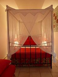 studio rouge chambre.jpg