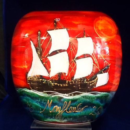 Mayflower 1620 19cm hand painted purse vase