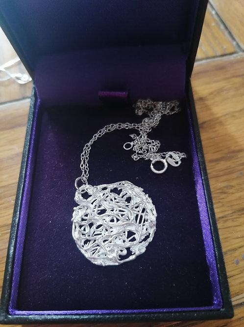 Solid silver filigree style pendant stunning