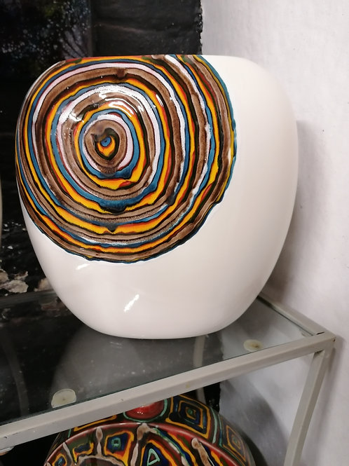 31x31cm in stock cream labyrinth vase stunning
