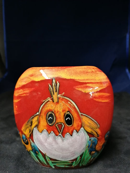 12cm fun vase featuring a handpainted Easter chick