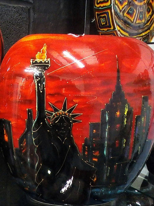 NEW New York skyline 29cm purse vase stunning use of  glazes allow 21days