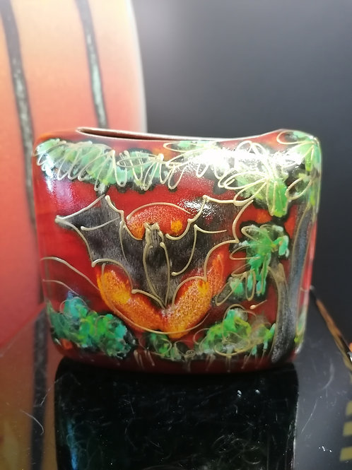 Made to order 12cm  bat vase allow 21 days