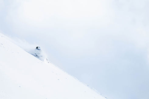 Safari Ski in Japan, on the north Hokkaido Island, such an incredible adventure ! You will experience 2 different basecamps during this ski trip, in Niseko, and in Furano. Our minibus gives us a high-mobility capacity so we can go explore as many spots as we can in a 7 days of skiing time. You won't forget it for sure.