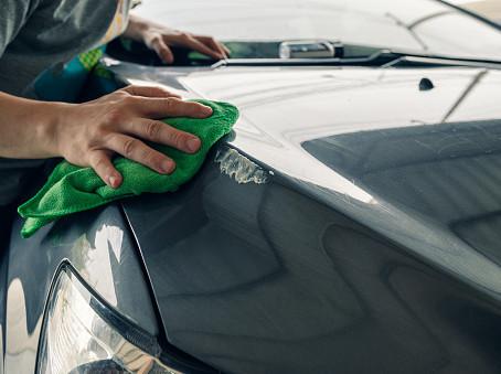 Meu carro está arranhado, devo pintar para vender ou deixo assim mesmo?