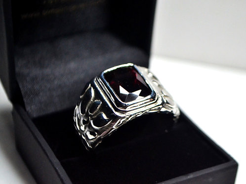 Classic Style Beautiful Ring with Natural Garnet in 925 Sterling Silver